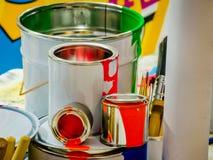 Капая краски и щетки Стоковое Изображение RF