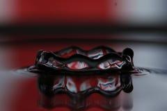Капелька воды - влияние кроны стоковое изображение rf