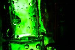 Капельки воды на покрашенных кубах льда абстрактным текстура графиков предпосылки произведенная компьютером Стоковое Изображение