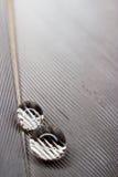 капельки предпосылки близкие падают вверх по воде Стоковое Изображение