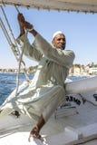 Капитан felucca на реке Ниле в Египте Стоковое Изображение RF