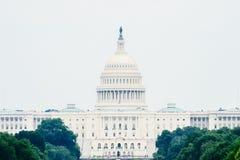 Капитолий США в ландшафте DC Вашингтона стоковое изображение