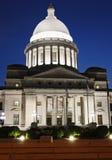 Капитолий в меньшем утесе, Арканзас на ноче стоковые фото