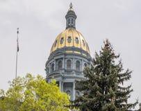 Капитолий и флаг положения Колорадо стоковое изображение rf