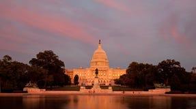Капитолий США на заходе солнца Стоковая Фотография RF