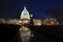Капитолий США строя восточный фасад на ноче - мытье Стоковые Изображения
