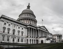 Капитолий США хмурый и overcast стоковое фото rf