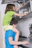 Капризные дети принимая помадки стоковые изображения rf