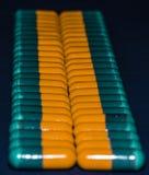 Капсулы или таблетки медицины цветов стоковое фото