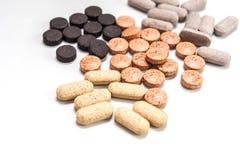Капсулы витамина, пилюльки и конец-вверх таблеток Стоковые Фотографии RF