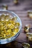 Капсулы Omega-3 в стеклянном шаре Стоковое Изображение