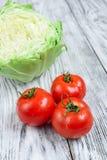 Капуста и томаты стоковое изображение rf