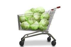 Капусты в магазинной тележкае на белой изолированной предпосылке Органическая вегетарианская еда Стоковое фото RF