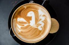 Капучино с птицей в искусстве latte Стоковое Изображение