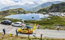 Караван BIC в Альпах - Тур-де-Франс 2015 стоковая фотография rf