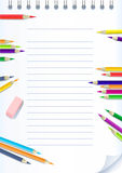 карандаши бумаги тетради цвета Стоковая Фотография RF