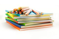 карандаши книг штабелируют поверхность Стоковое фото RF