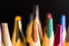 Карандаши цвета Покрашенная предпосылка карандашей Crayons закрывают вверх стоковая фотография
