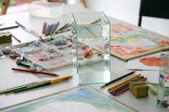 Карандаш на таблице для крася работы стоковые изображения