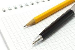 карандаш пер блокнота Стоковое фото RF