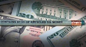 Карандаш сделанный рециркулированного u S абстрактный доллар кредиток предпосылки финансовохозяйственный Стоковые Изображения