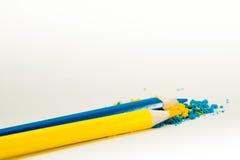 2 карандаша желтый цвет и синь Стоковые Изображения