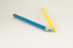 2 карандаша желтый цвет и синь Стоковое фото RF