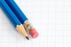 2 карандаша на квадратной бумаге Стоковые Фото