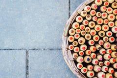 Карандаши в держателе карандаша корзины Взгляд сверху Стоковое Изображение RF