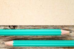 2 карандаши и картона для экземпляр-космоса Стоковая Фотография