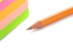 Карандаши на белой предпосылке, инструменте для рисовать и рисовать Стоковые Изображения RF