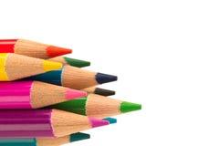 Карандаши цвета горизонтальные на белой предпосылке Стоковые Изображения RF