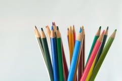 Карандаши цвета изолированные на белом конце предпосылки вверх Стоковые Фото