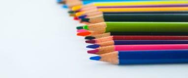 Карандаши цвета изолированные на белом конце предпосылки вверх Стоковые Изображения