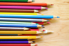 Карандаши цвета на деревянной предпосылке Стоковые Изображения RF
