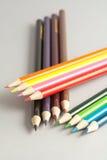 Карандаши цвета на сером цвете Стоковые Изображения RF