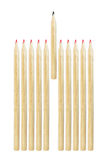 карандаш руководства среди красных карандашей изолированных на белизне Стоковые Фотографии RF