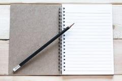 карандаш тетради открытый Стоковые Фотографии RF