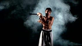 Карате человека практикуя или fu kung Мастерское удерживание акции видеоматериалы