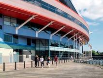 КАРДИФФ, УЭЛЬС - 8-ОЕ ИЮНЯ: Стадион тысячелетия на оружиях Кардиффа стоковая фотография rf