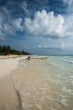 Карибская панорама пляжа, Tulum, Мексика Стоковые Фотографии RF