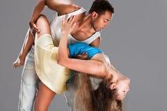 карибская пара танцует детеныши сальса Стоковое фото RF