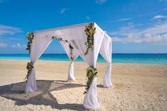 Карибское газебо свадьбы на пляже Стоковая Фотография