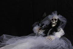 Каркасная невеста в белом платье Стоковое Фото