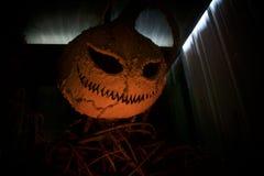 Каркасное Джек маячит большой в оранжевом свете фонарика Стоковое фото RF