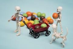 Каркасные дети и конфеты шоколада Стоковое Фото