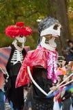 Каркасные Puppeteers в параде хеллоуина Стоковая Фотография RF