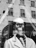 Каркасный манекен на правящей улице, Лондоне Стоковое Изображение