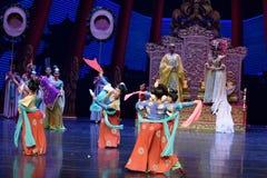 Карликовых шимпанзе танца- поступок во-вторых: пиршество в ` принцессы дворц-былинного ` драмы танца Silk Стоковое Изображение