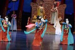 Карликовых шимпанзе танца- поступок во-вторых: пиршество в ` принцессы дворц-былинного ` драмы танца Silk Стоковые Фото